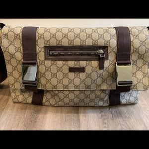 Gucci messenger travel bag